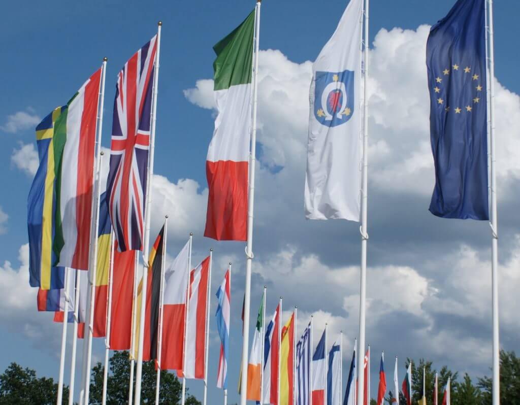 flagi narodowe pionowe